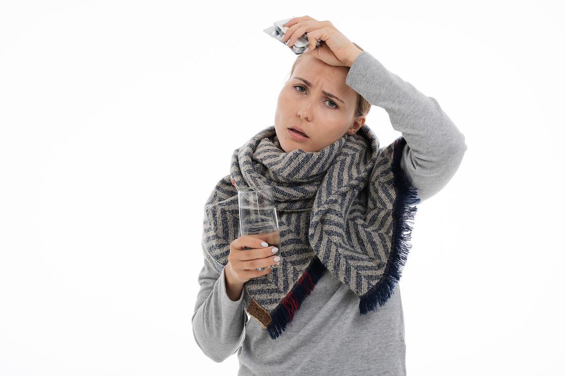 Как отличить коронавирус от аллергии, гриппа и простуды, объяснили в Минздраве