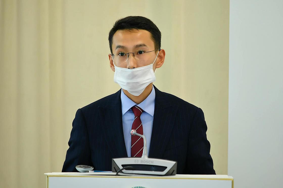 Өмірзақ Шөкеевтің 21 жастағы кеңесшісі коронавирус жұқтырып алды