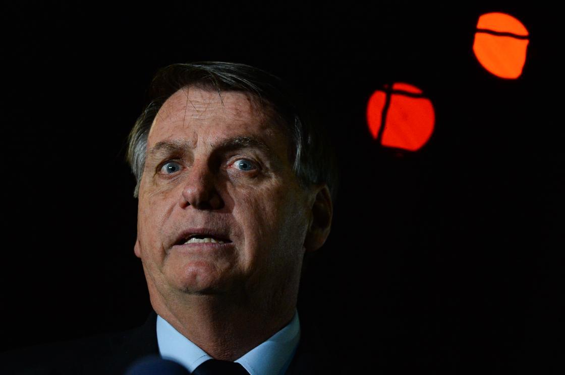 Журналисты намерены засудить заболевшего коронавирусом президента Бразилии