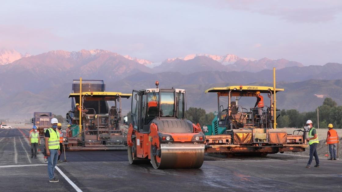 Спецтехника работает на месте строительства БАКАД