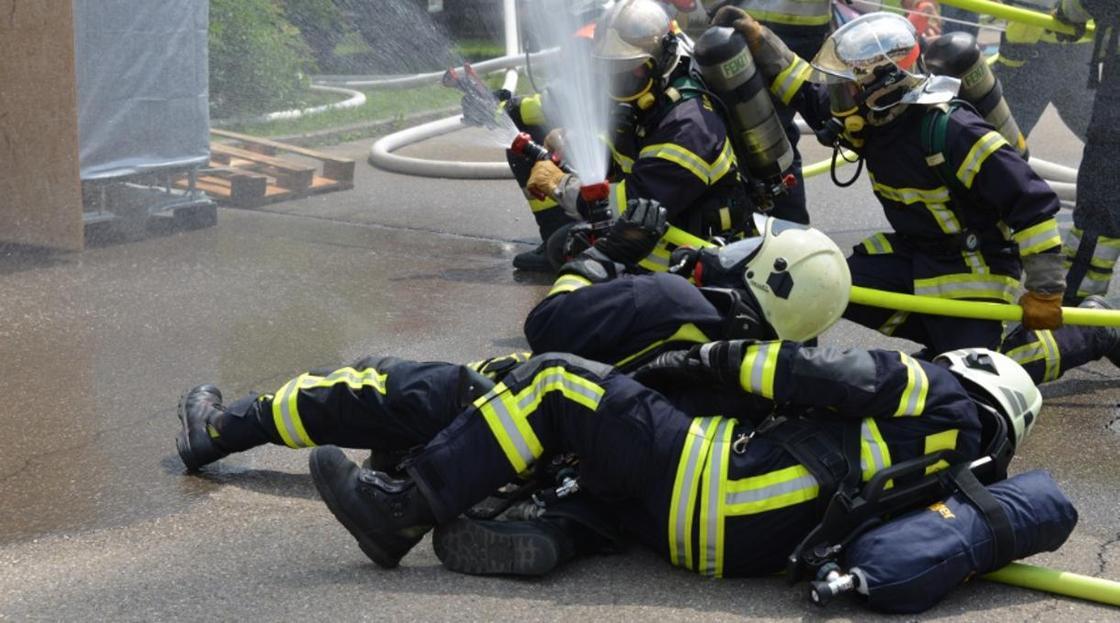 Пожарных из Актобе обматерили в Сети