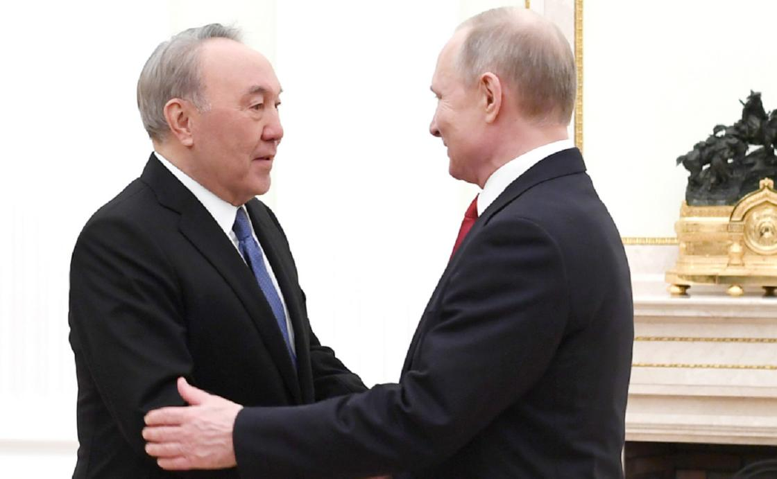 """""""Хотел бы по-дружески поддержать"""": Путин направил Назарбаеву телеграмму"""