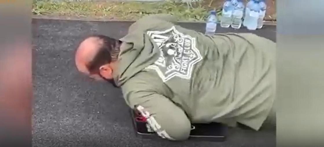 Кадыров заставил чиновников отжиматься и снял на видео