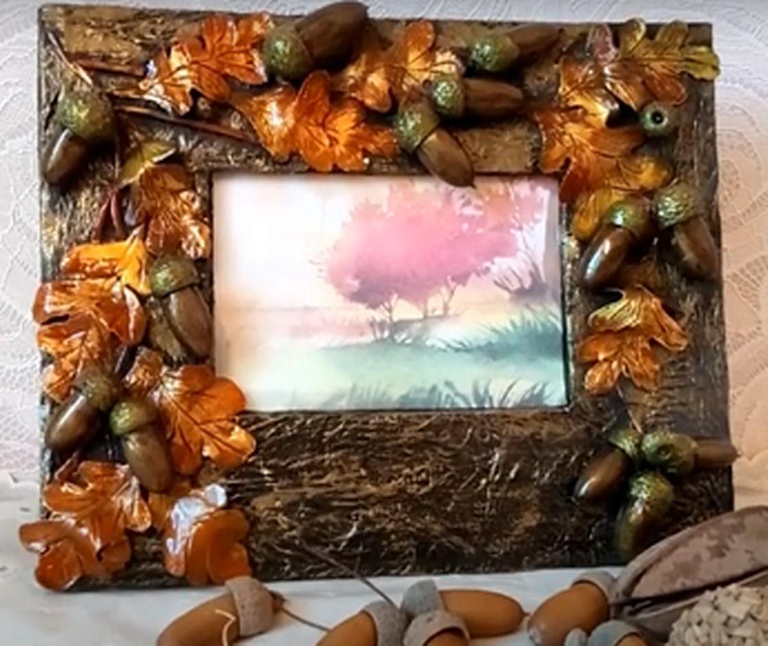Рамка, украшенная желудями и дубовыми листьями