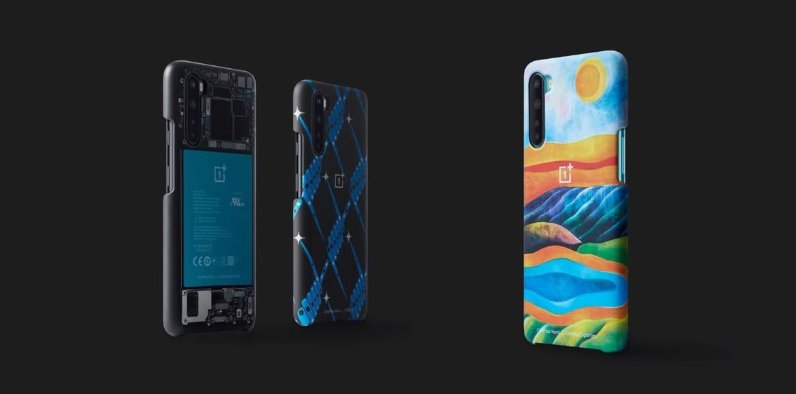 Смартфон и разноцветные корпуса к нему