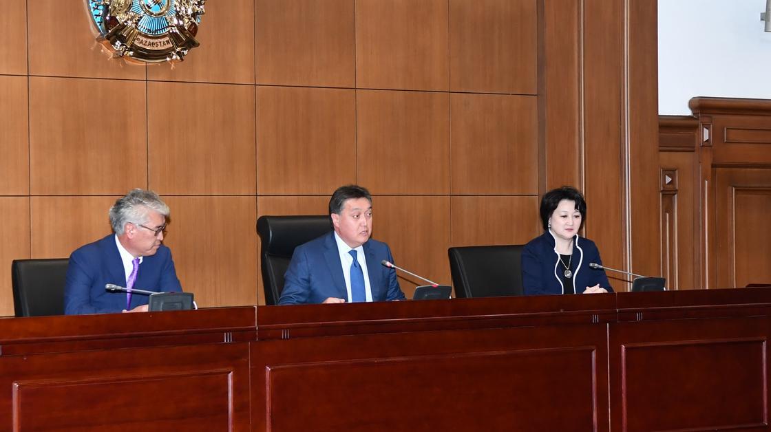 Аскар Мамин представил новых министров (фото)