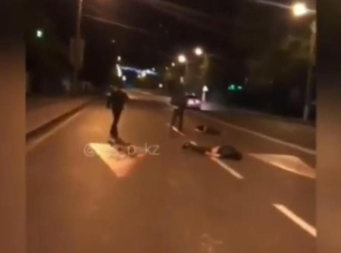 Давили людей на дороге: жуткое видео появилось в Сети