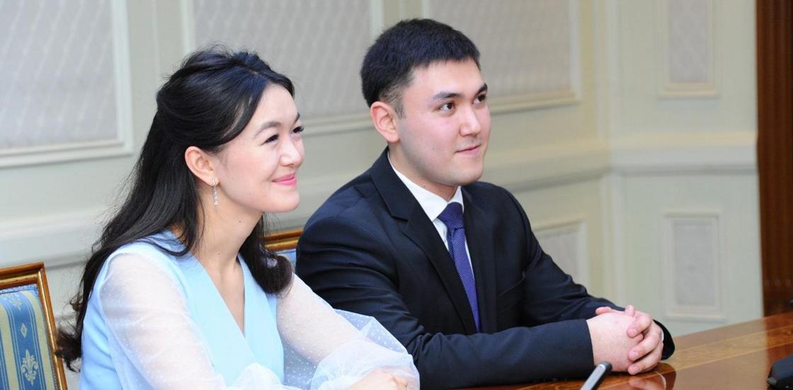 Назарбаев поздравил молодоженов из Астаны с бракосочетанием (фото)