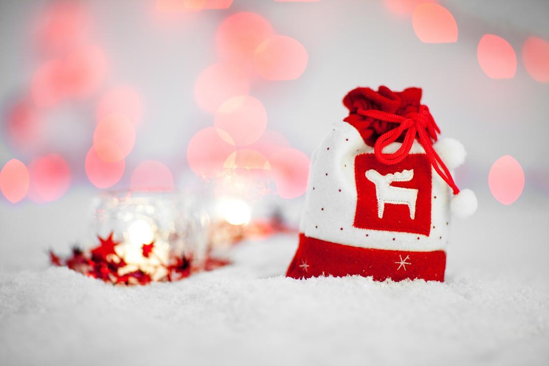 Новогодний мешочек для подарка, украшенный оленем