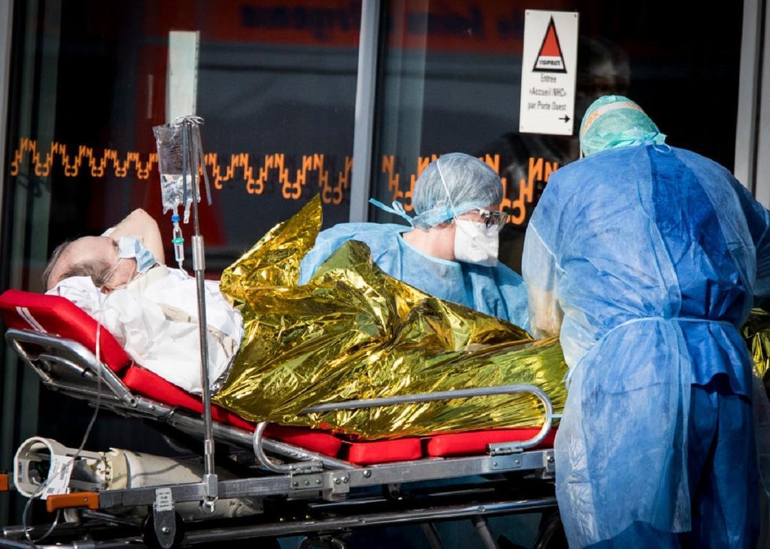 Медикам запретили привозить тяжелобольных пациентов в больницы в США