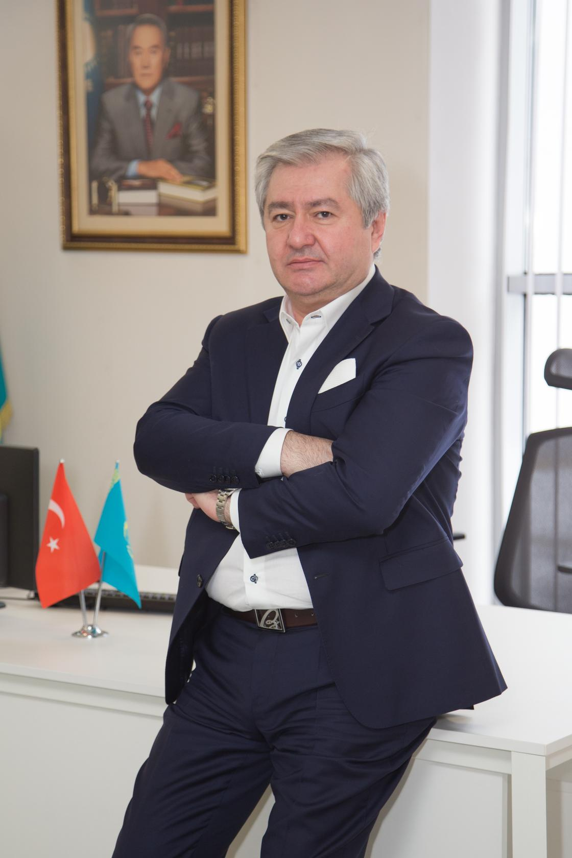 Зиятхан Гасанов: «Фармацевтическая отрасль только встает на ноги, и каждый сотрудник - на вес золота»