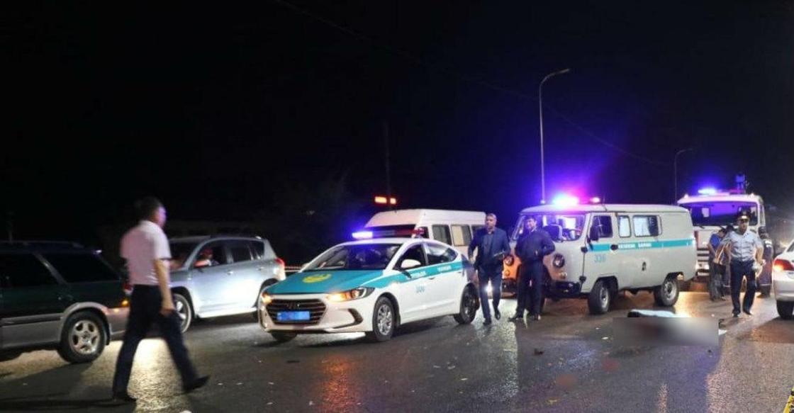 Женщина попала под колеса сразу двух автомобилей в Алматы (фото)