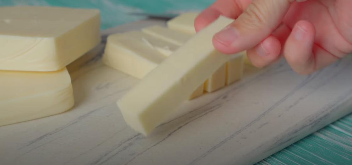 Заготовки из сыра для сырных палочек