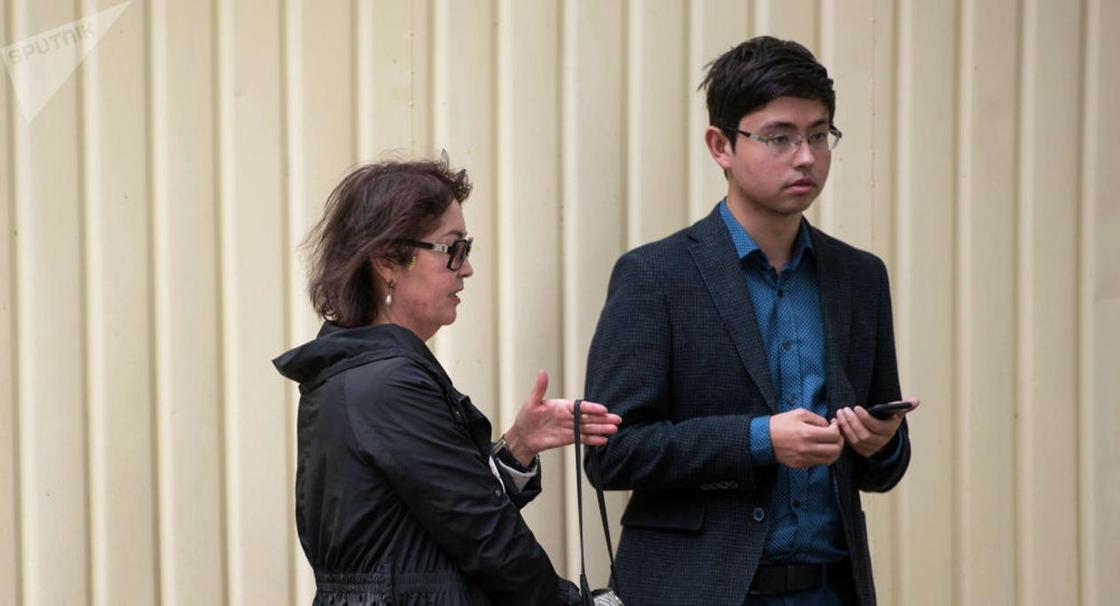 Атамбаев провел день рождения в СИЗО с женой и сыном
