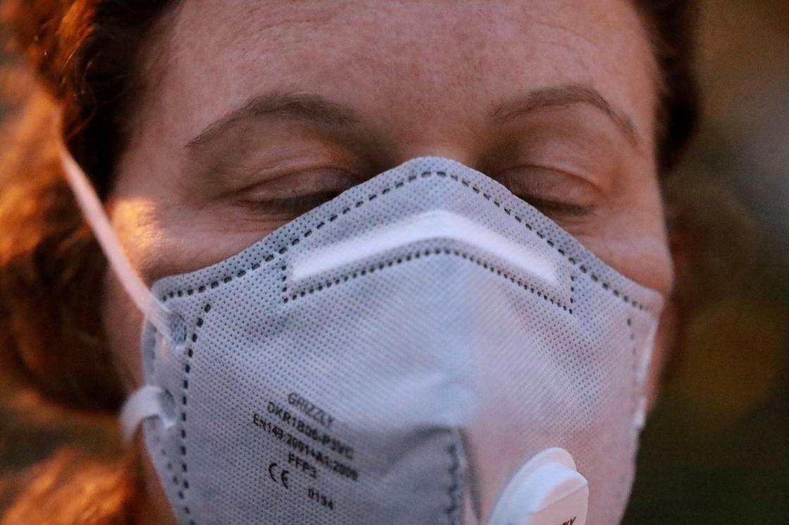 Женщина заразилась коронавирусом от своего сына в Актобе