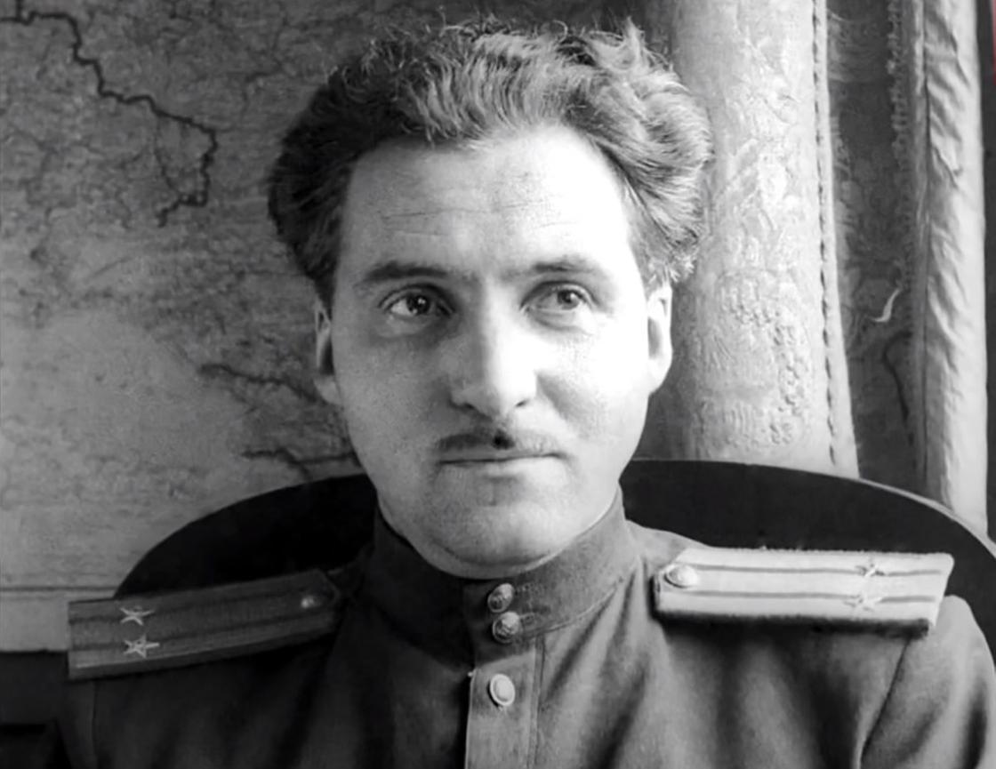 Константин Симонов в военной форме