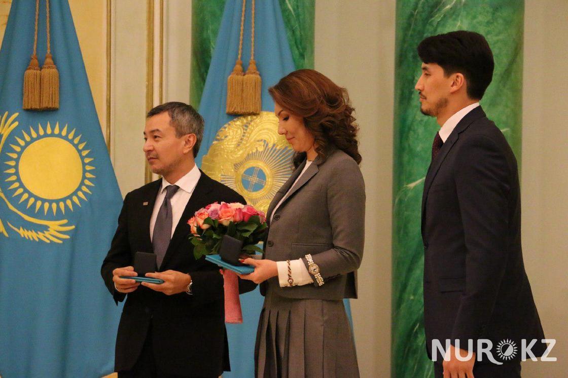 Президент Казахстана вручил премию Алие Назарбаевой (фото)
