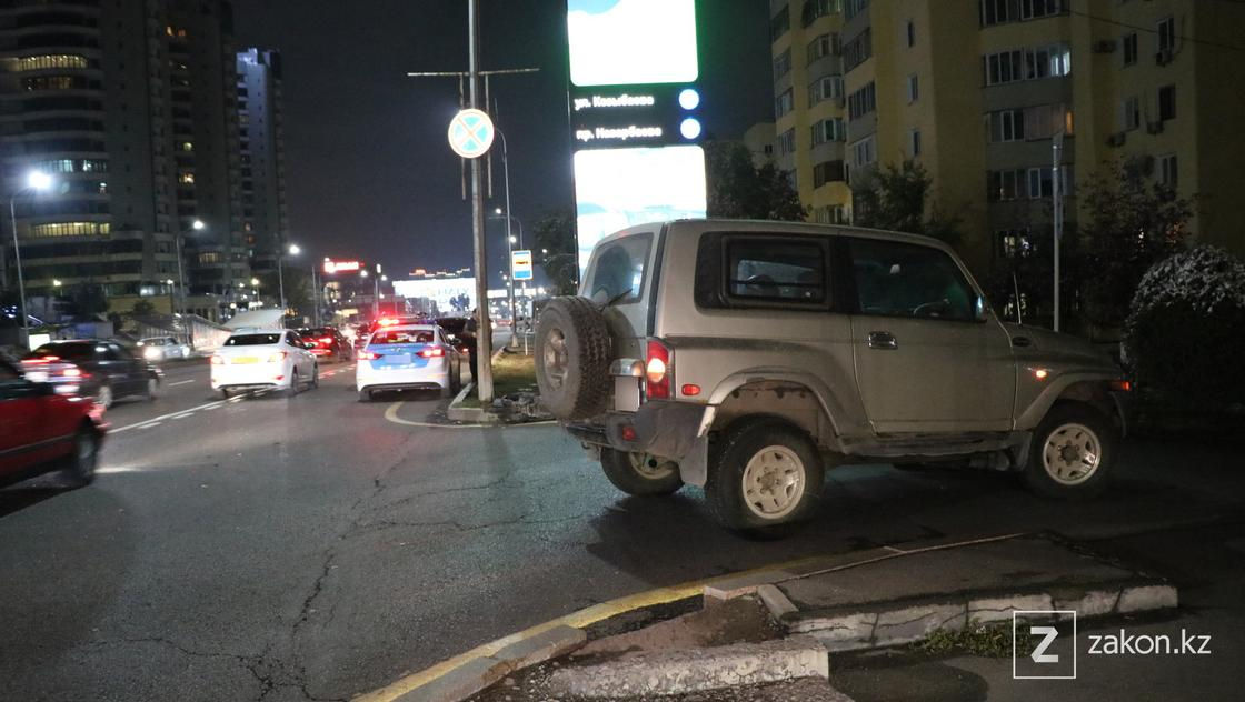 Автомобиль, поврежденный в аварии в Алматы