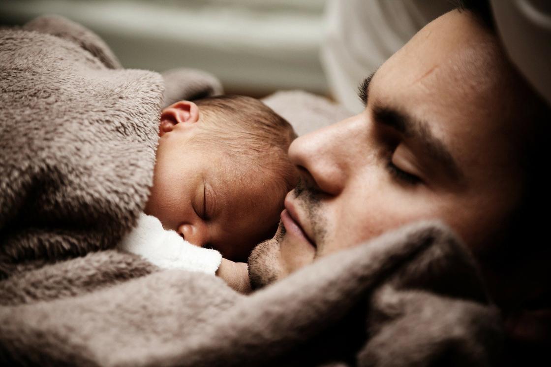 Младенец и отец