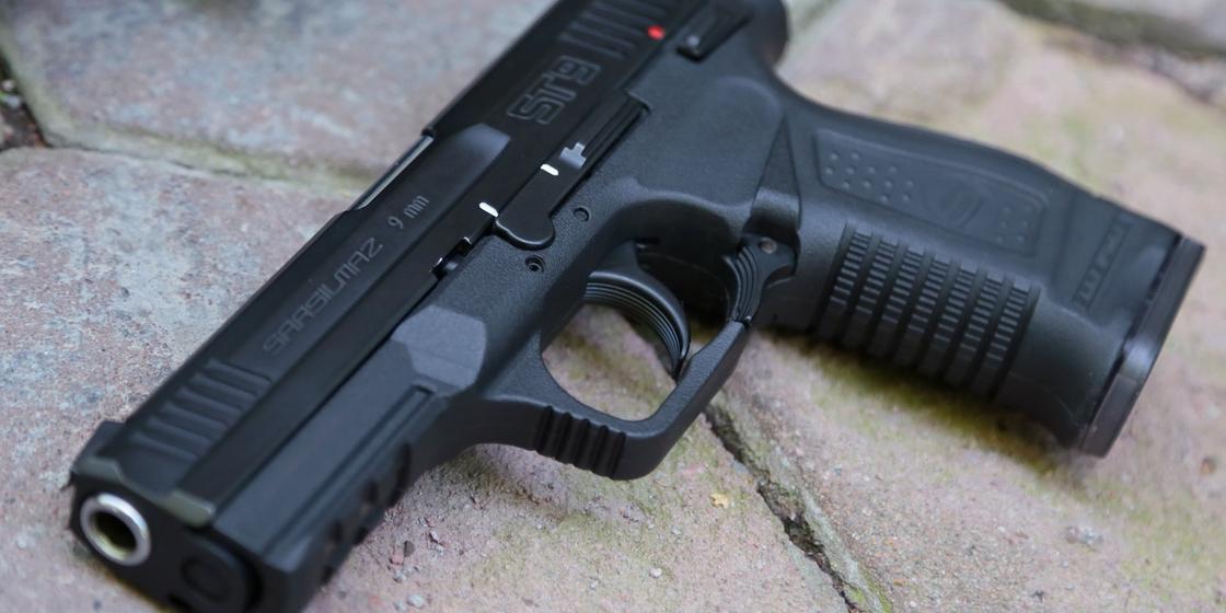 Подросток погиб на глазах семьи при съемке видео с пистолетом