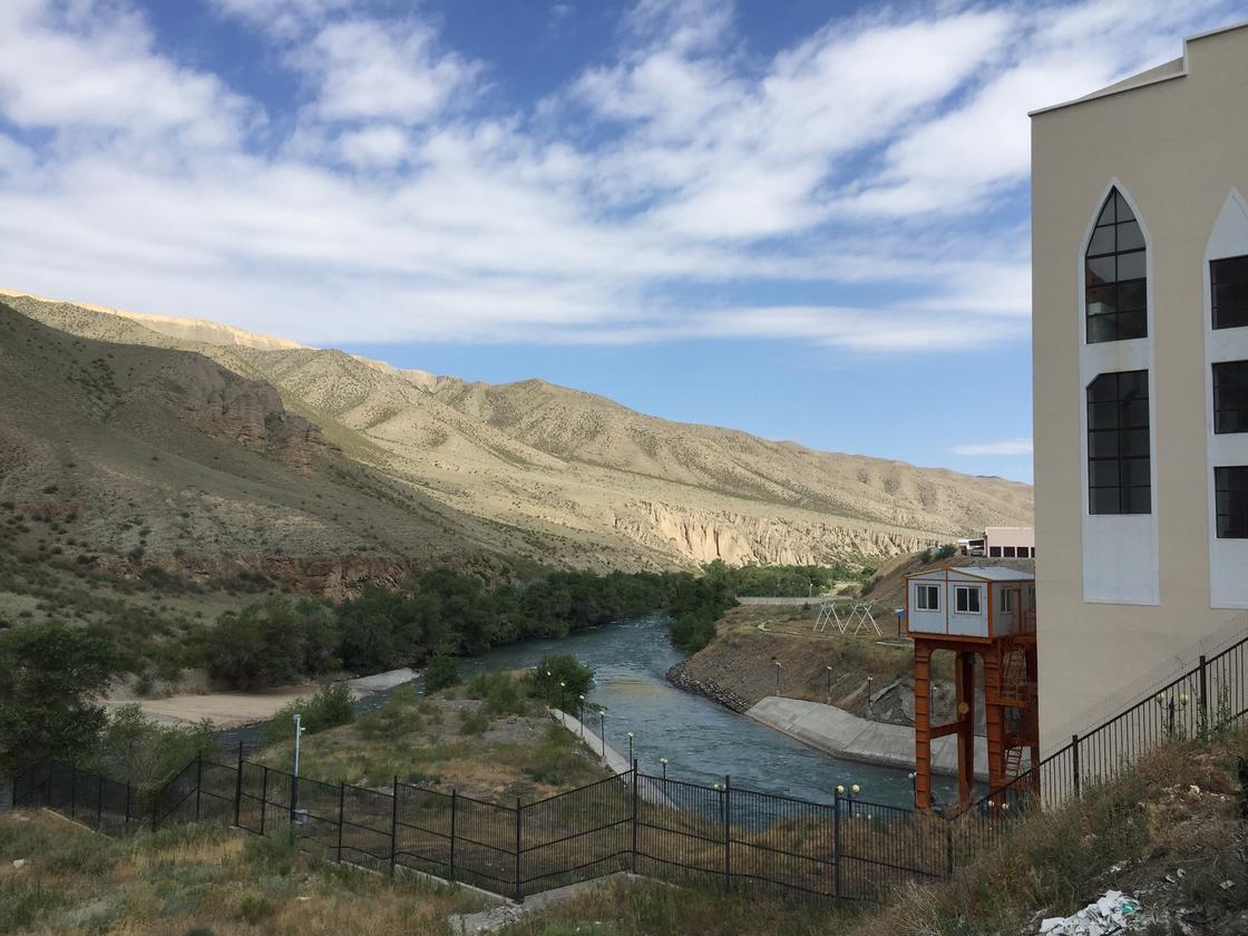 Мойнакская ГЭС. Электроэнергия для юга страны.