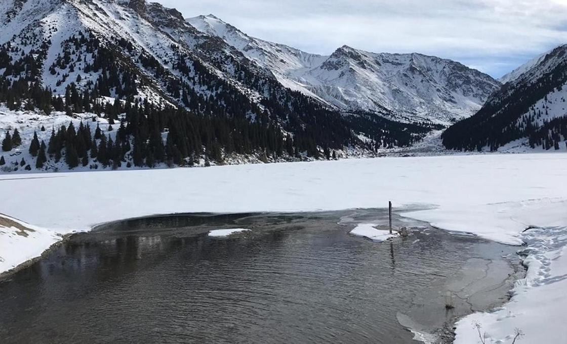 ДЧС Алматы: Катание на коньках на Большом Алматинском озере опасно