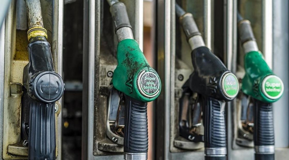 Акциз на импортный бензин повысили в 2 раза в Казахстане