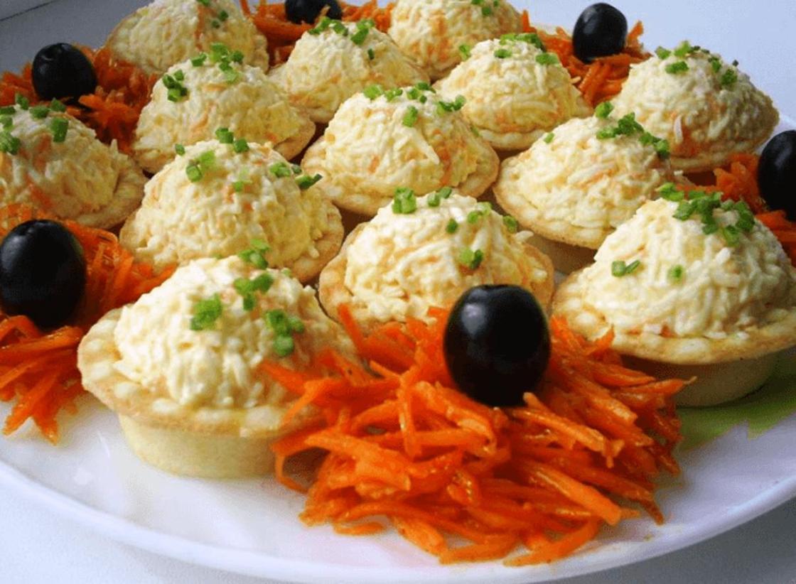 Тарталетки с начинкой: плавленый сыр с морковью