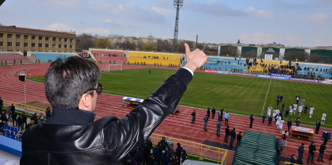 Футбол матчына қарапайым көрермен ретінде келген Шымкент әкімі жұртты риза қылды