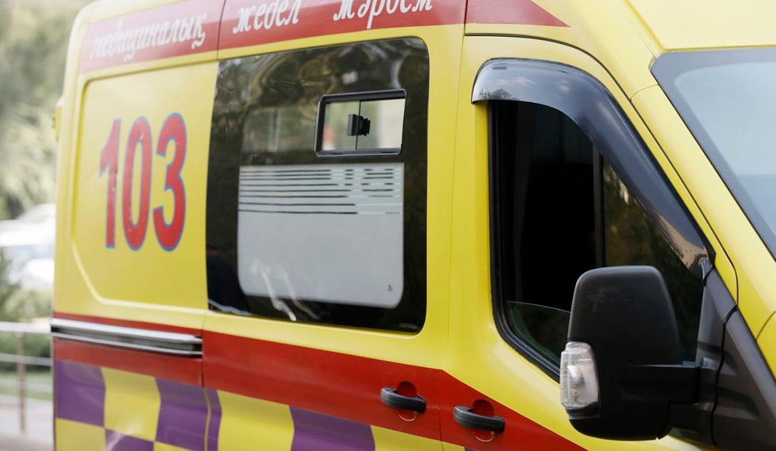 Студент выпал из окна общежития в Уральске и разбился насмерть