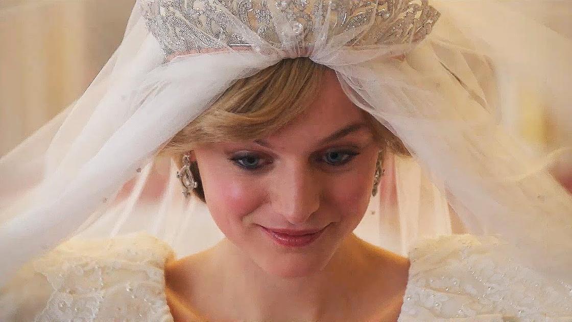 Кадр из сериала «Корона»