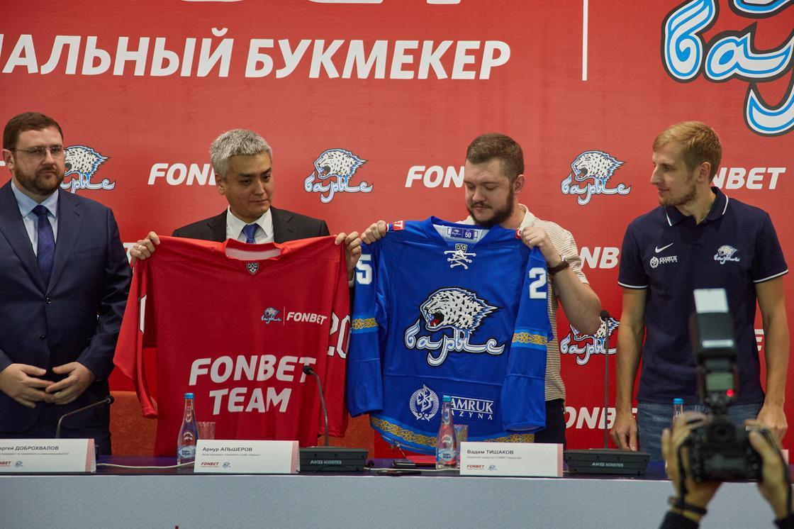 Букмекерская контора FONBET и ХК «Барыс» подписали спонсорское соглашение (фото)