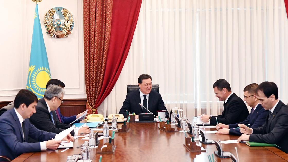А. Мамин провел встречу с Заместителем Председателя Кабинета министров Туркменистана М. Чакыевым
