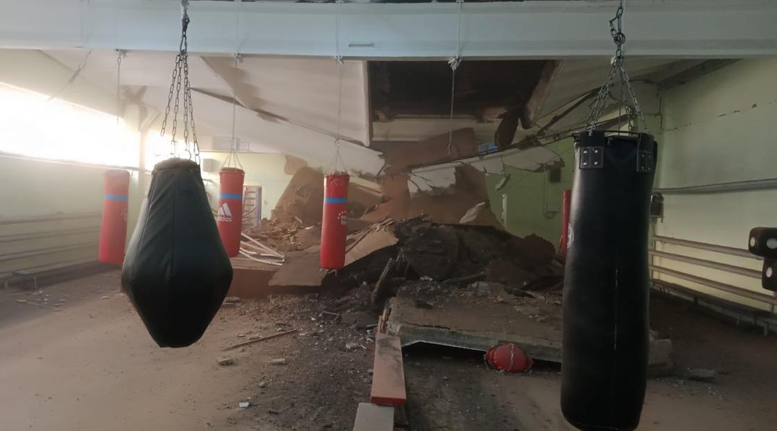 Обрушение крыши в Павлодаре