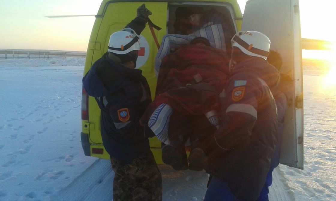 Мужчину придавило машинами в снежном заторе в Карагандинской области