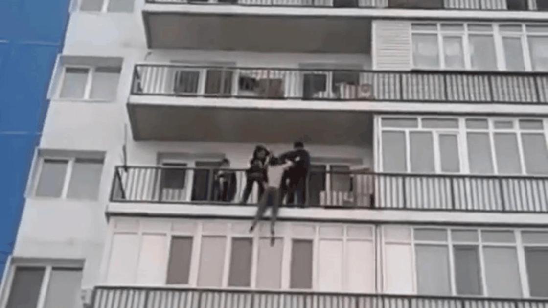 Алматы облысында жас жігіт ағасымен ұрысқаннан кейін өз-өзіне қол жұмсамақ болған