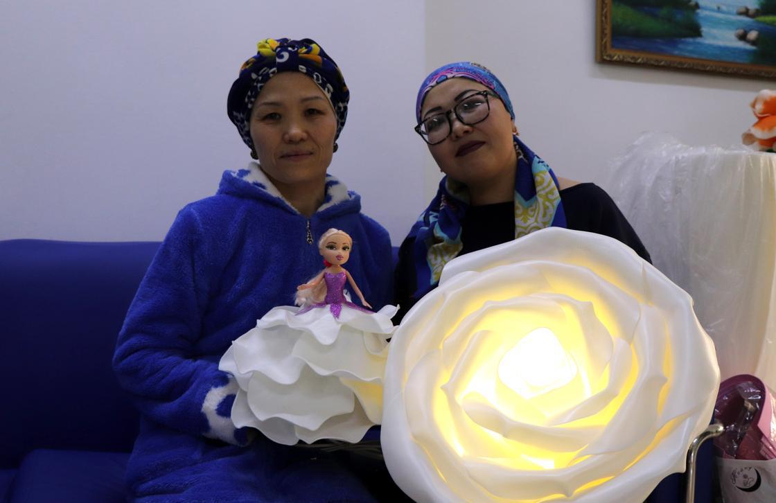 """""""Жизнь рушится за пять минут"""": казахстанки рассказали, как борются с онкологией"""