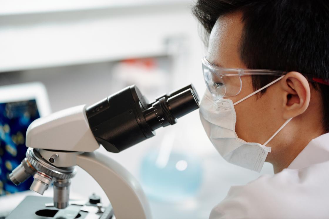 Испытание первой в мире вакцины от коронавируса завершилось