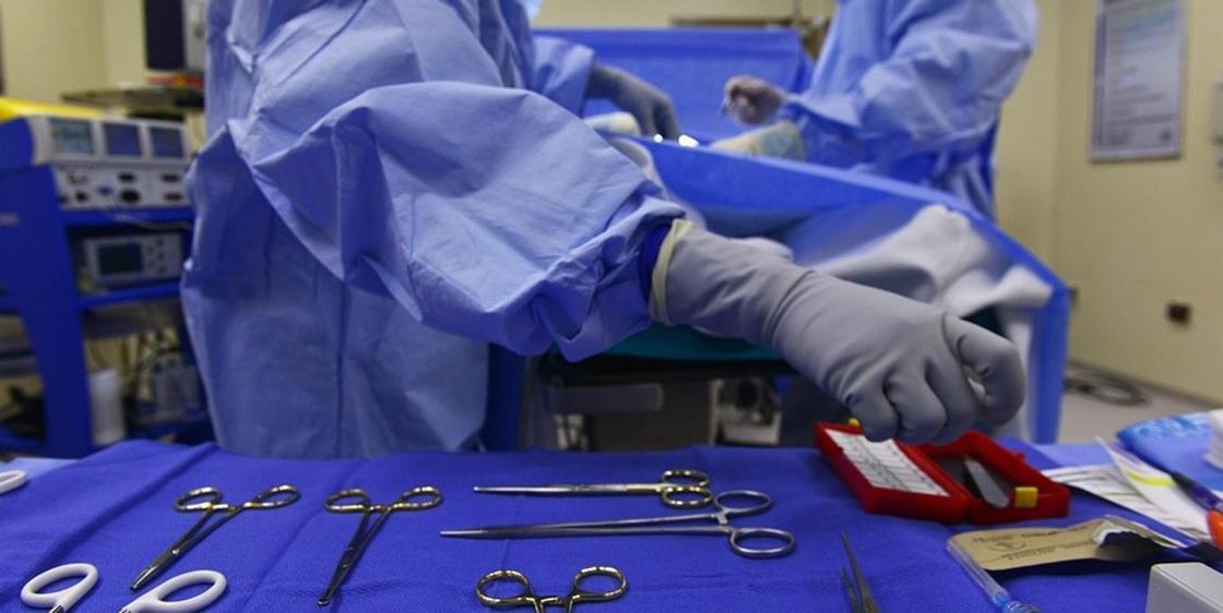 Женщина обнаружила ножницы у себя в животе спустя 23 года после операции