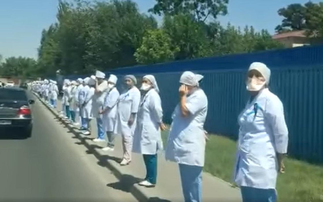 """""""Никаких распоряжений не было"""": Минздрав о флешмобе медиков в Шымкенте"""