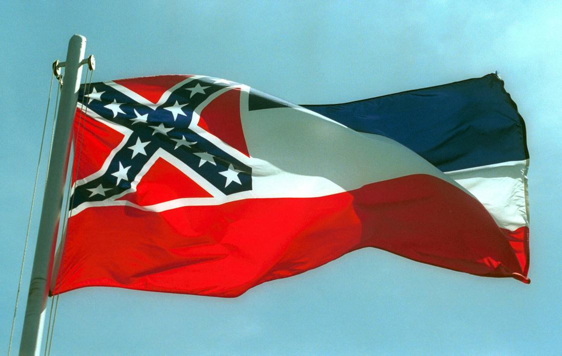 Сатанисты решили засудить американские власти за упоминание Бога на флаге