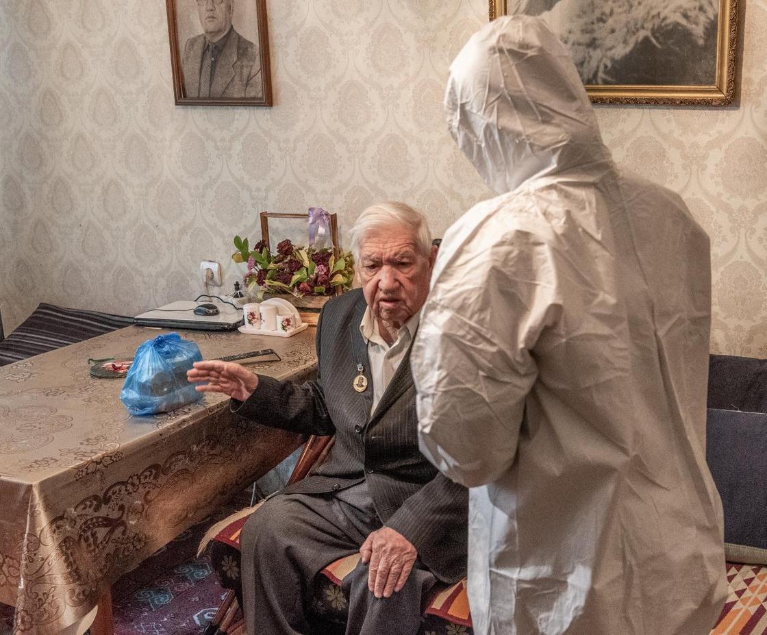 Лиц старше 80 лет обеспечат горячим питанием в Алматы