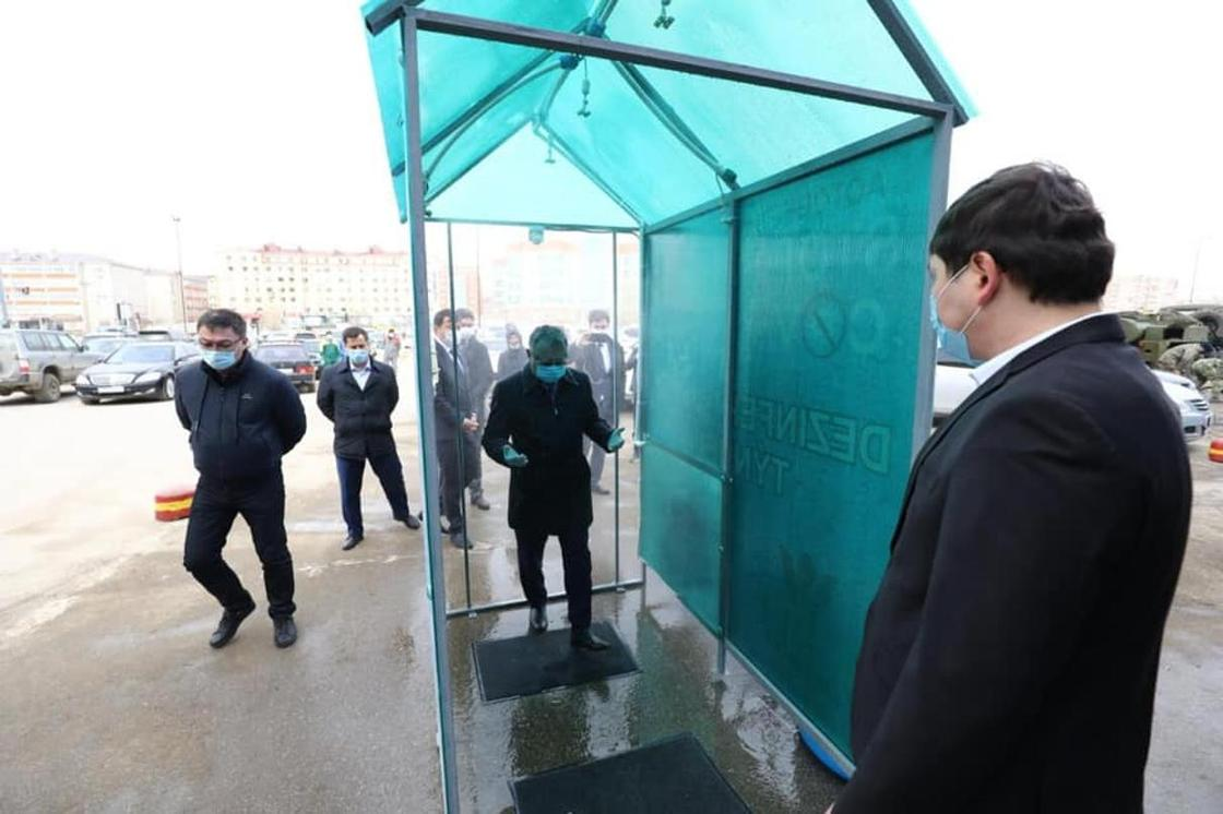 Акиму Актюбинской области показали туннели для дезинфекции (фото)