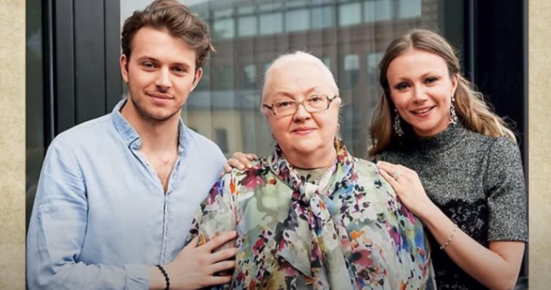 Екатерина Градова с дочерью и внуком