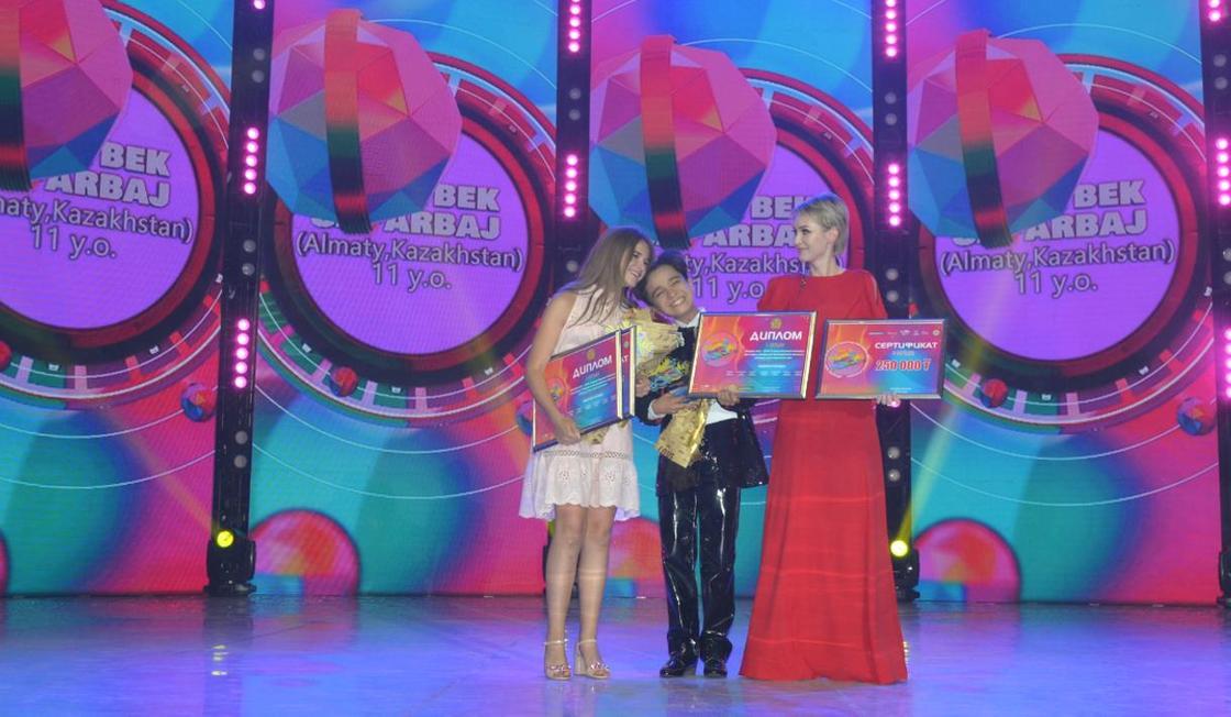 Димаш спел на детском музыкальном конкурсе в Актобе (фото)