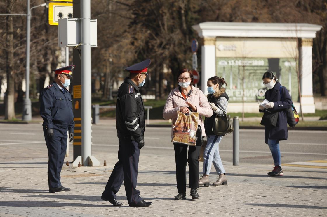 Нерабочий режим в Нур-Султане и Алматы продлили до 13 апреля