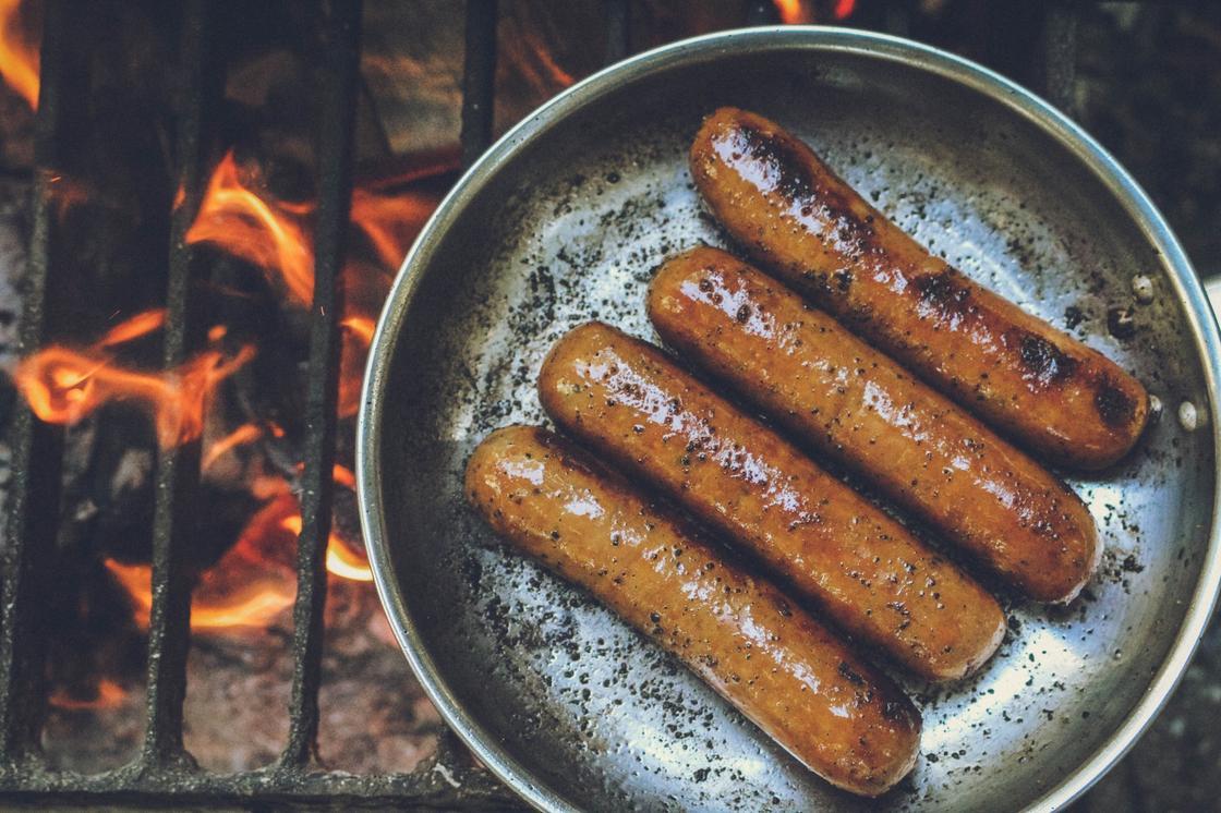 поджаренные колбаски
