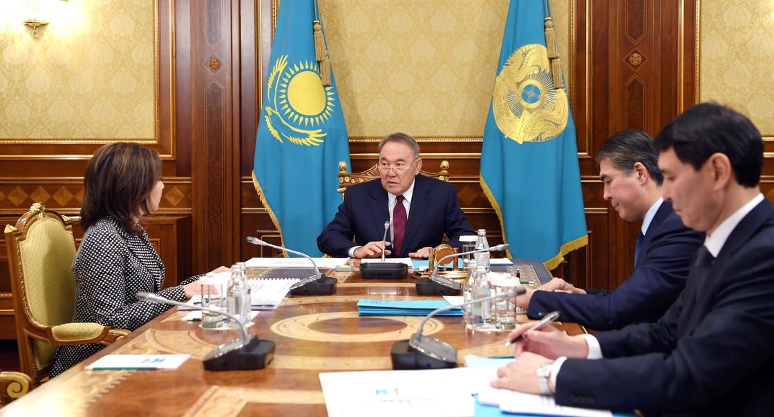 Назарбаев: С 1 января зарплата низкооплачиваемых работников повысится в 1,5 раза