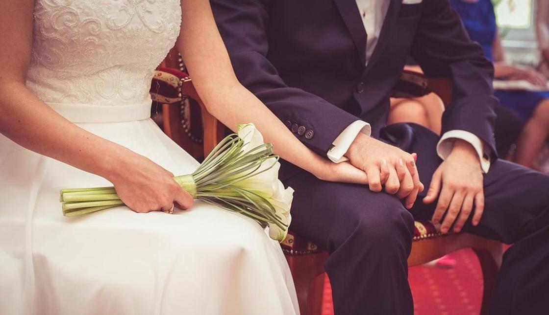 Смертник устроил взрыв на свадьбе в Афганистане. Молодожены уцелели, но жить им не дают