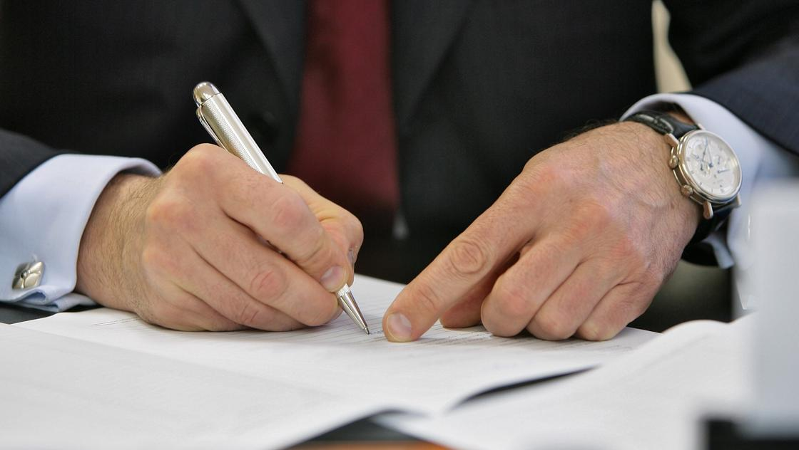 Қазақ тіліндегі заң жобасында қате өріп жүр: министрлік депутаттар сынына жауап берді